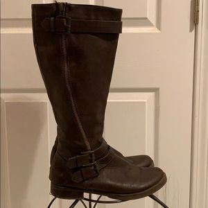 Zip up tall leather brown boots